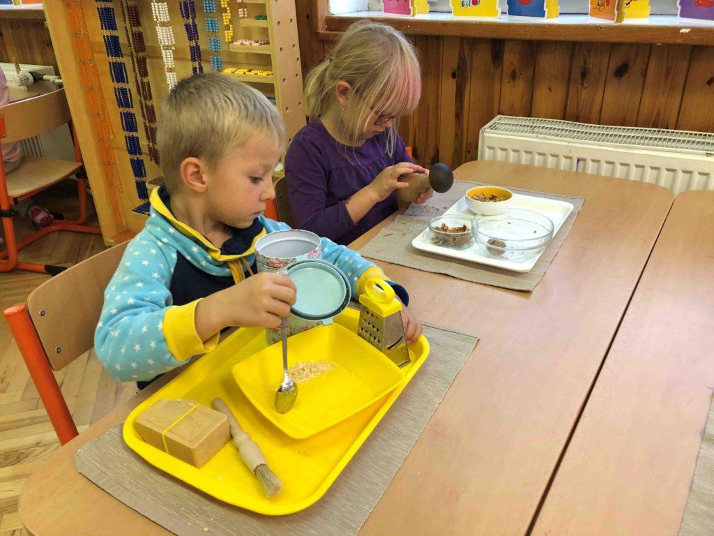 Montessori školička Praktické činnosti
